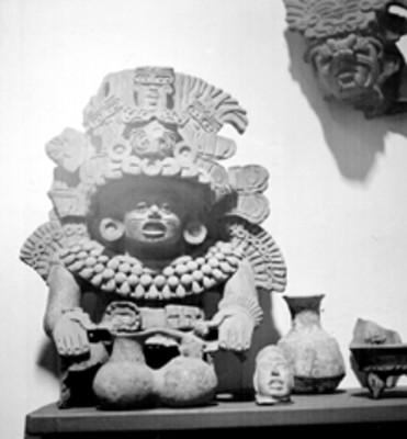 Figuras prehispánicas expuestas en un museo