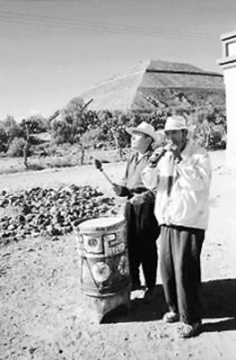 Músicos callejeros en Teotihuacán