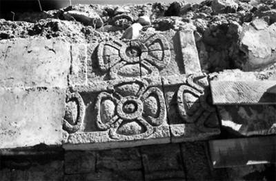 Figuras de flores en el Palacio de los caracoles emplumados