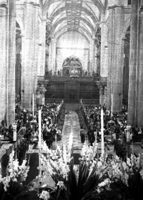 Feligreses durante una ceremonia en la Catedral