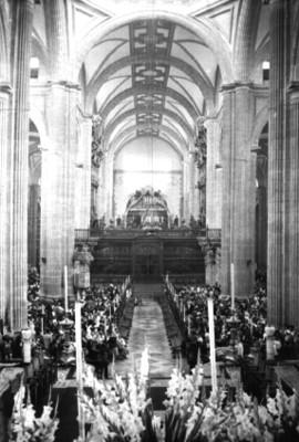 Feligreses durante una misa