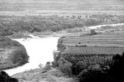 Laguna y campos de cultivo, paisaje