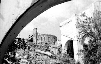 Arquería y edificio de la hacienda La Valenciana