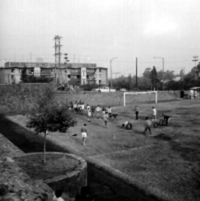 Adolescentes durante un entrenamiento de futbol