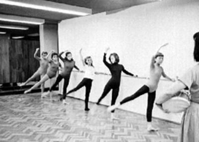 Mujeres en una clase de ballet