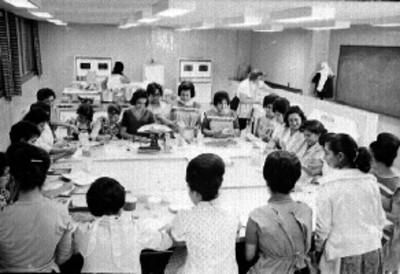 Mujeres en una clase de cocina