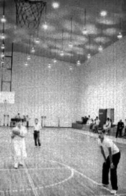 Basquetbolistas durante un partido