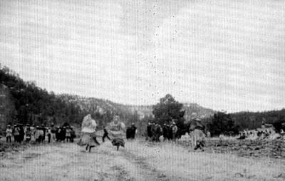 Mujeres tarahumaras durante una carrera