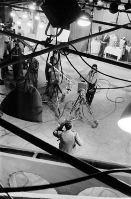 Camarógrafos en un estudio de televisión
