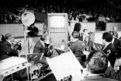 Orquesta durante la grabación en programa de televisión