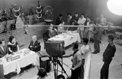 Actores durante la grabación de un programa de televisión