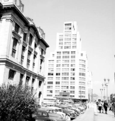 Avenida San Juan de Letrán y palacio de Bellas Artes, vista parcial