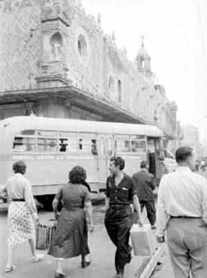 Gente en una calle de la ciudad de México