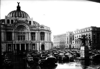 Fachada del Palacio de Bellas Artes, vista parcial