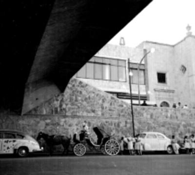 Puente peatonal del mercado de San Juan en Guadalajara