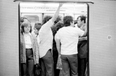 Usuarios del metro en un vagón