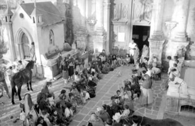 Ceremionia de bendición de animales en la iglesia de Mixquic