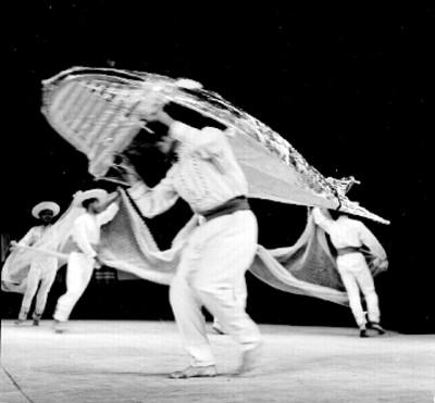 Bailarines del Ballet Popular presentan coreografía Redes