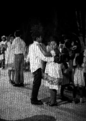 Mujeres mayas bailan durante una fiesta