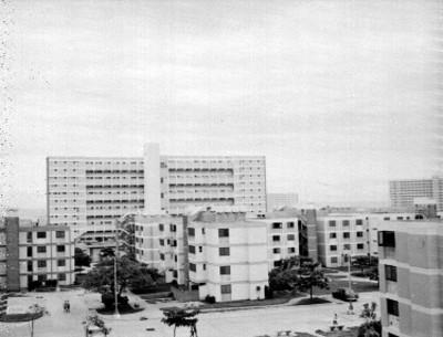 Edificio y avenida en la Habana