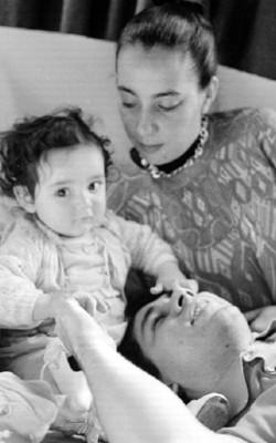 Rafael Coronel y Ruth Rivera Marín con su hijo