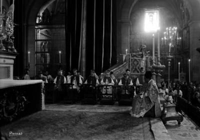 Pascual Diaz Barreto, Arzobispo de México, celebra misa en la Catederal