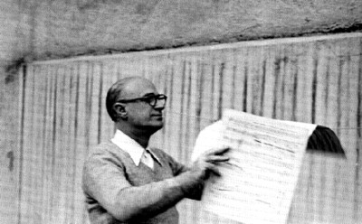 Rodolfo Halffter lee partituras musicales