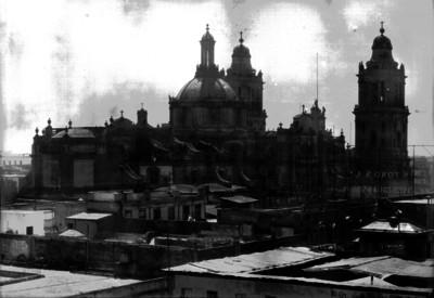 Catedral de México vista desde las azoteas de edificios de la calle de República del Brasil