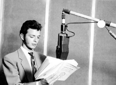 Hebert Darién durante la grabación de un programa de radio