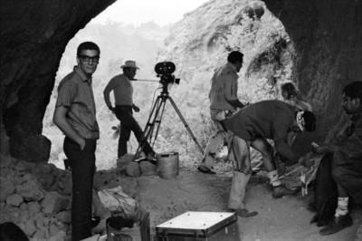 Nacho López, actores y equipo técnico durante el rodaje de la película Los Hombres Cultos