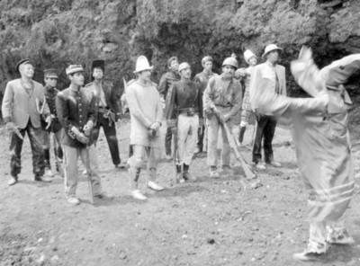 Escena de la película Los Hombres Cultos, still de la película