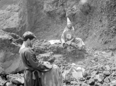 Guillermo Keys y Roberto Donis en Los Hombres Cultos, still de la película