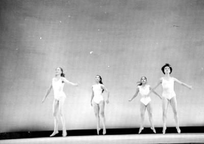 Bailarines en clase de danza, cuarteto