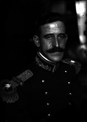 Ignacio Enríquez, militar, con uniforme de gala, retrato