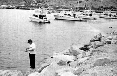 Hombre a la orilla de la playa