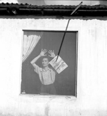 Hombre en la ventana, retrato