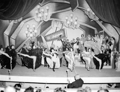 Actores durante la representación de la opereta músical
