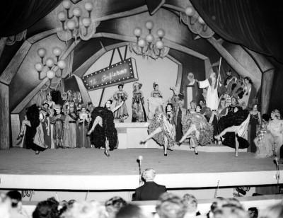 Actores representan la opereta músical