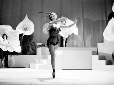 Actrices durante la representación de la opereta músical