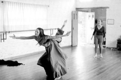 Rocio Sagaón dirige ensayo del baile Maria Parda