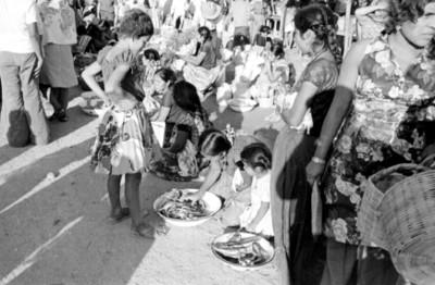 Mujeres huaves en un tianguis