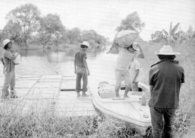 Pescadores Chontales a la orilla del río