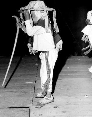 Hombre representando la danza de los viejitos