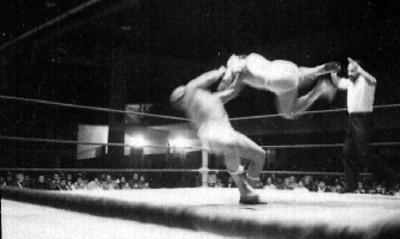 Luchadores durante una pelea en el ring