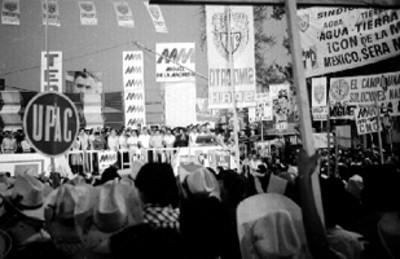 Miguel de la Madrid ante mitin multitudinario, durante su campaña electoral en Tepic