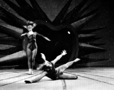 Pareja de baiularines interpretan danza de ballet