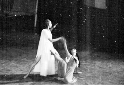 El extraño, bailarines en escena