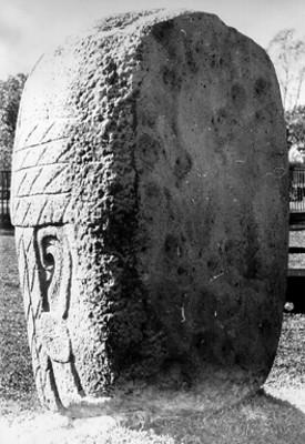 Cabeza colosal, escultura monolítica olmeca en el museo de Jalapa