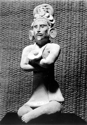 Figura antropomorfa de un sacerdote maya