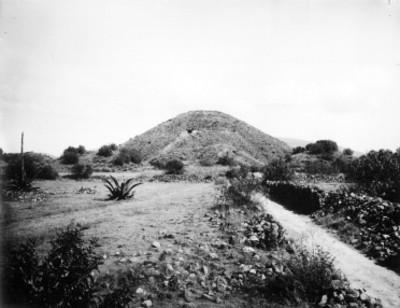 Pirámide de la Luna antes de su restauración
